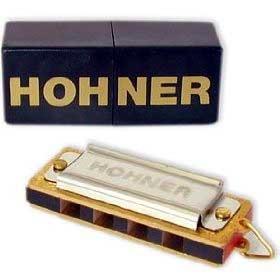 Lady harmonica