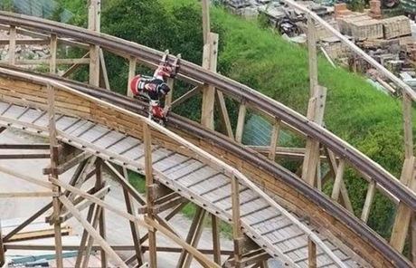 roller coaster coller skates