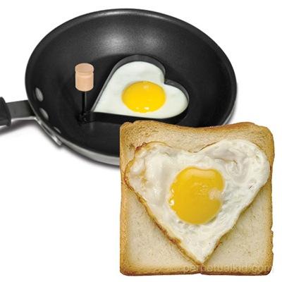 heart egg molder
