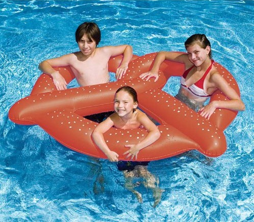 Pretzel-Pool-Float
